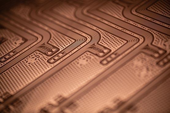 Gros plan sur la fabrication d'un circuit imprimé